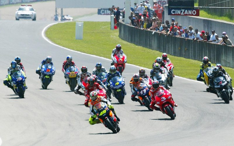 2002 begann die moderne MotoGP-Ära (Foto vom Start in Mugello)