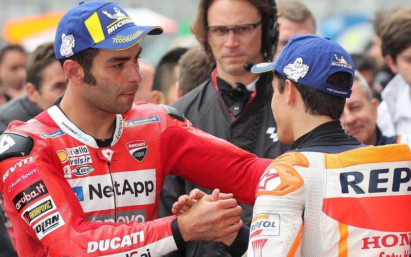 Danilo Petrucci steht in der Startaufstellung direkt neben Pole-Setter Marc Marquez