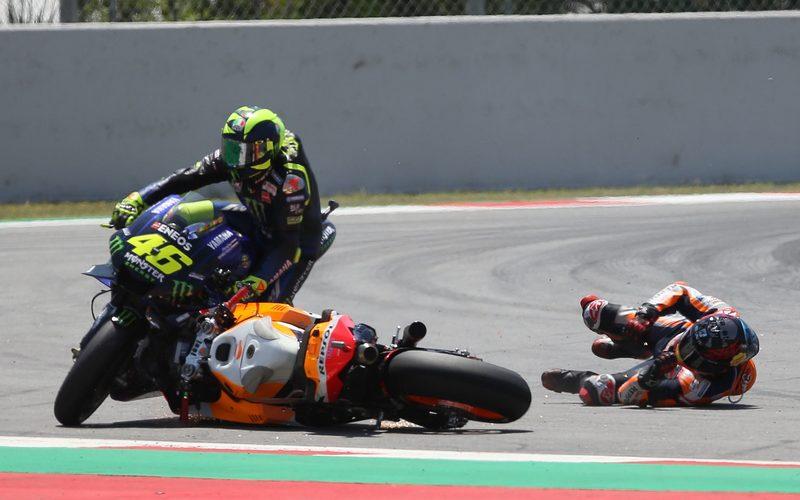 Nicht nur Valentino Rossi hatte unter Jorge Lorenzos Sturz in Runde 2 zu leiden