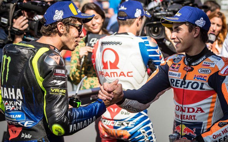 Shakehands zwischen Valentino Rossi und Marc Marquez im Parc Ferme