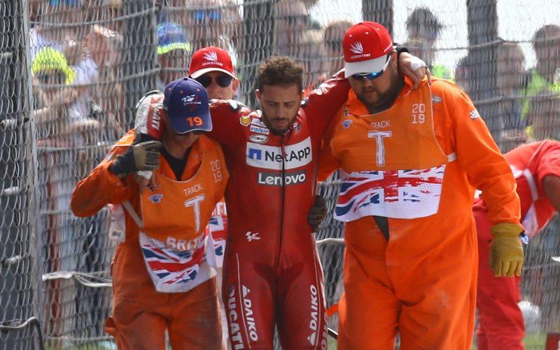 Andrea Dovizioso musste nach dem Unfall zunächst gestützt werden