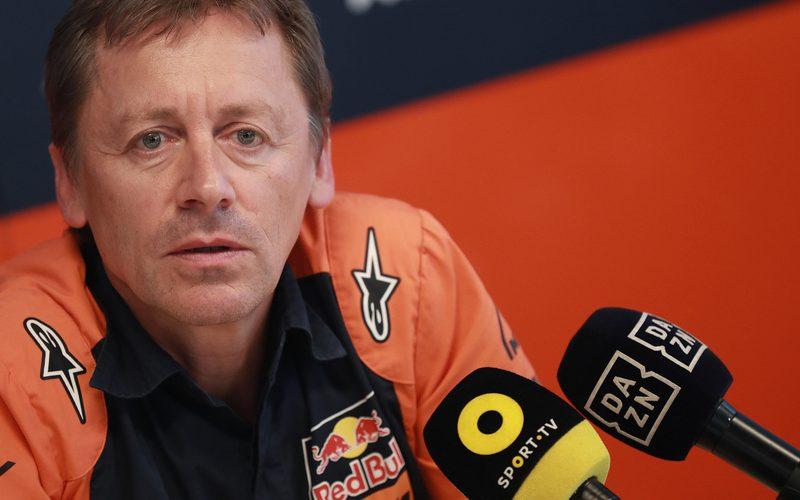 KTM-Teammanager Mike Leitner stellte sich am Aragon-Donnerstag der Presse
