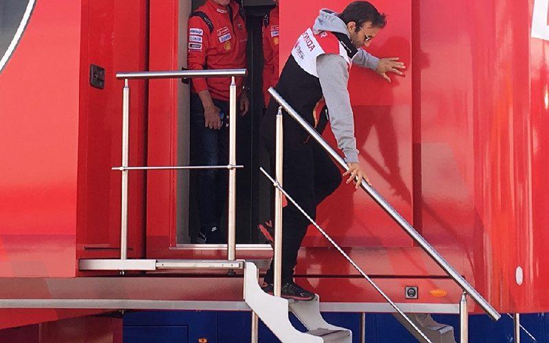 Am Montag verließ Johann Zarco nach einem langen Treffen das Ducati-Büro