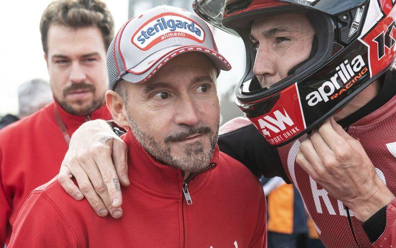 Max Biaggi im Gespräch mit Aprilia-Werksfahrer Aleix Espargaro