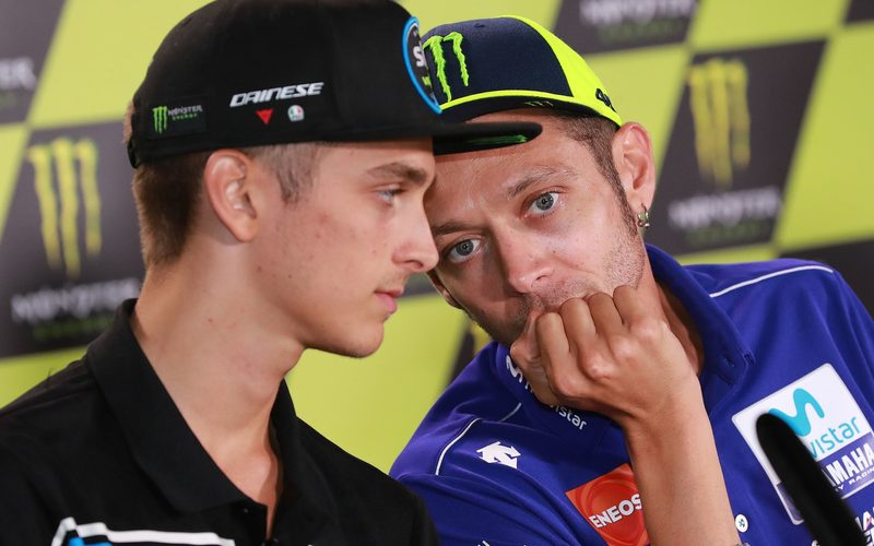 Schon jetzt fördert Valentino Rossi seinen Halbbruder Luca Marini intensiv