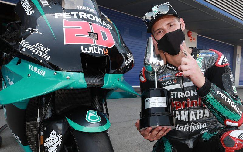 Fabio Quartararo mit seinem ersten MotoGP-Siegerpokal