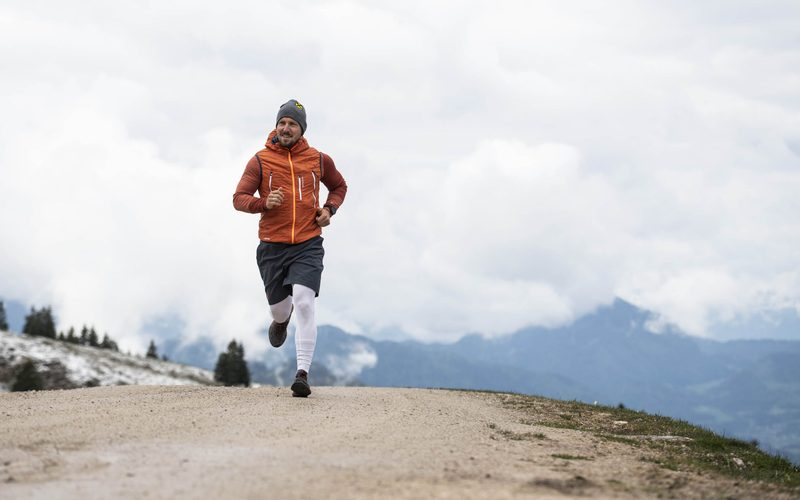 Marcel Hirscher den Berg hinauf (c) Markus Berger for Wings for Life World Run