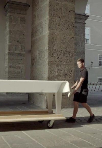 Der Jedermann Tisch