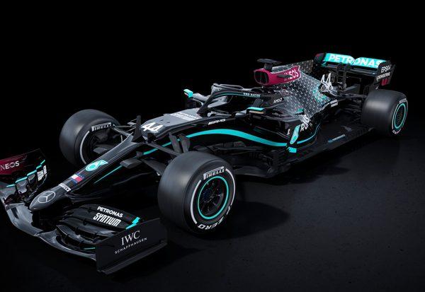 Mercedes ganz in Schwarz
