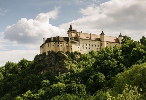 Hinter Schlossmauern
