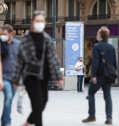 Kritik an Masken im Freien